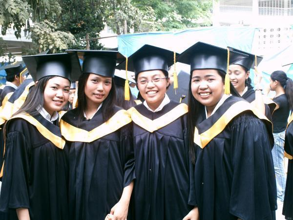 Myco with her friends on their graduation ♥